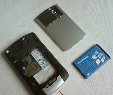 Copot semua Komponen Yang Terpasang Pada Smartphone