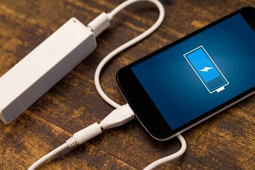 Selalu gunakan charger asli (bawaan)