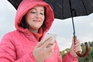 Dengan aplikasi-aplikasi di atas kamu bisa menghadirkan hujan langsung di kamar atau di ruang kerja kamu.
