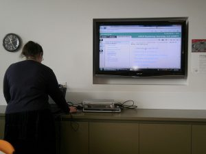 Cara Mudah Menyambungkan Laptop ke TV