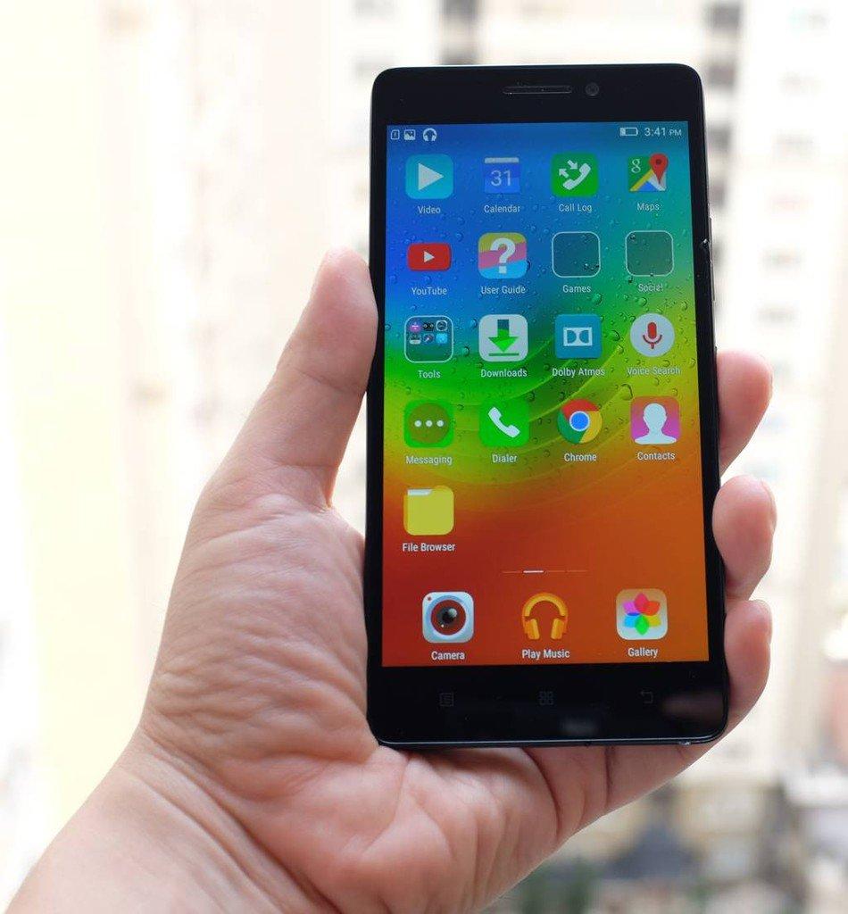 Smartphone dengan Layar yang Nyaman Digenggam