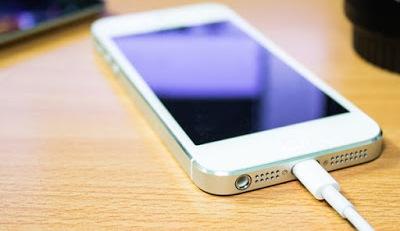 Jangan Menggunakan Smartphone Saat Dicharger