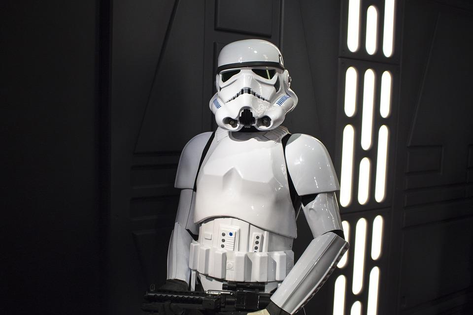 Robot Stormtrooper Kecil Berkemampuan Mengenali Wajah